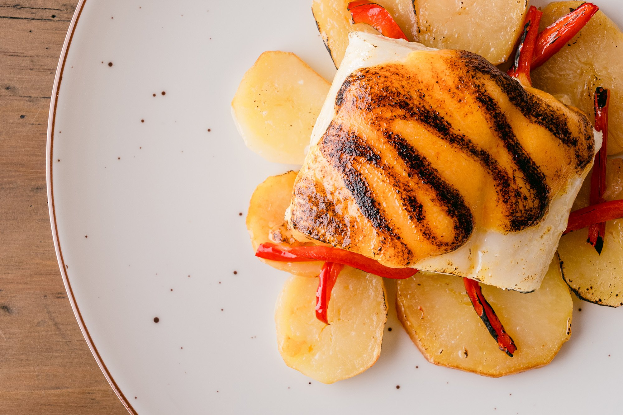 Plato de la carta del restaurante Es Bruc Son Bou en Menorca